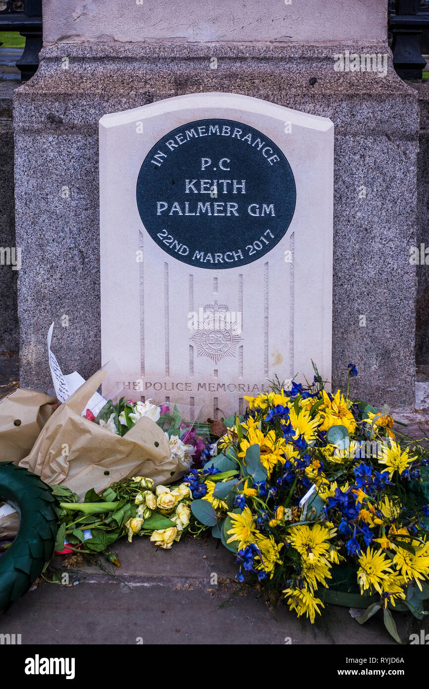 Police memorial to P.C. Keith Palmer outside of New Palace Yard, Palace of Westminster, London, England, U.K. - Stock Image