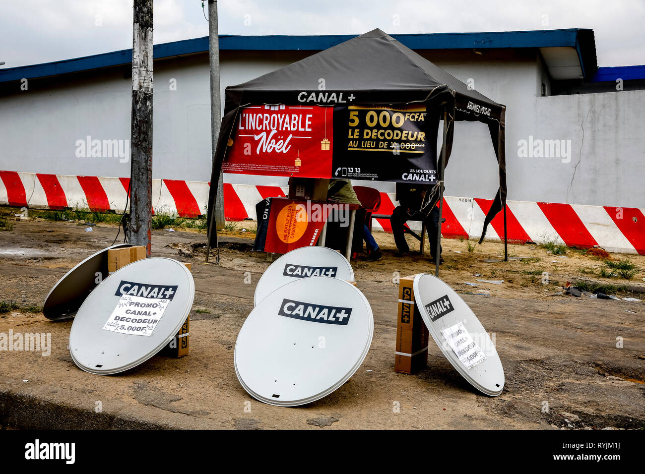 Pay TV dishes for sale in Abidjan, Ivory Coast - Stock Image