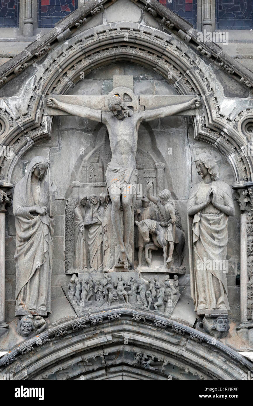 Nidaros Cathedral.  Jesus Christ. The crucifixion.  West front.  Trondheim. Norway. Stock Photo
