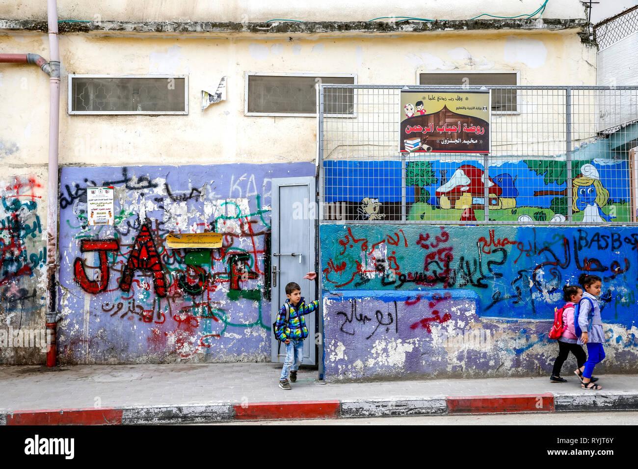 Palestinian schoolchildren in Jalazone refugee camp near Ramallah, West Bank, Palestine. - Stock Image