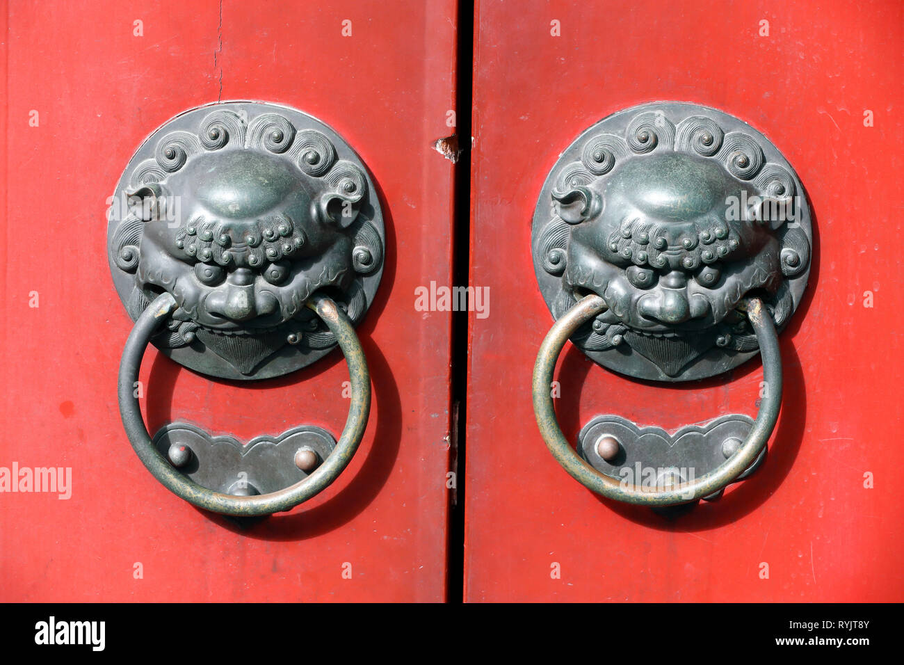 Buddha Tooth Relic Temple in Chinatown. Traditional red chinese door with 2 lion handle. Detail.  Singapore. - Stock Image