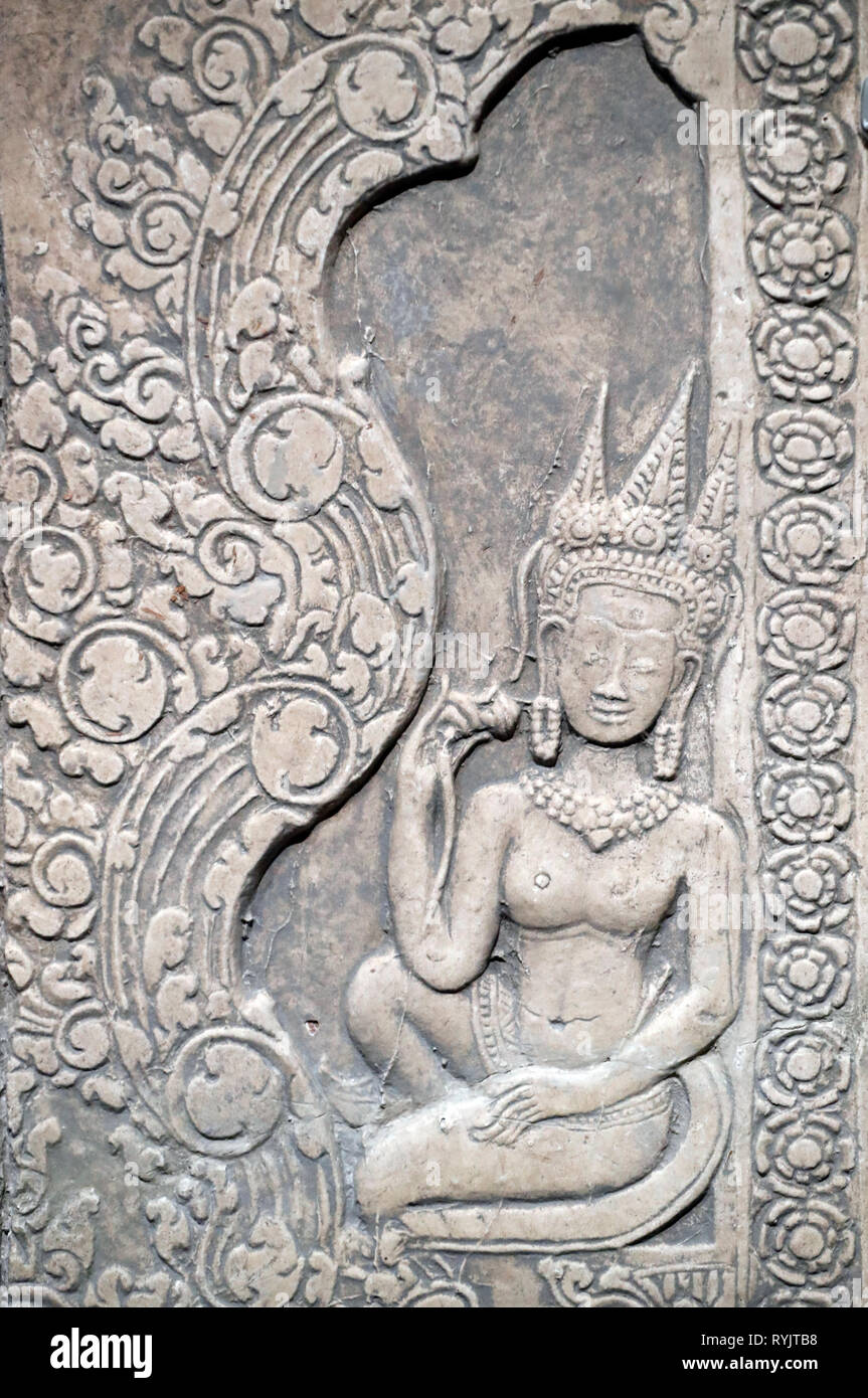 Asian Civilisations Museum. Angkor. Exploring Cambodia's sacred city.  Plaster cast : Devata. Siem Reap, 1873. Painted plaster.  Singapore. - Stock Image