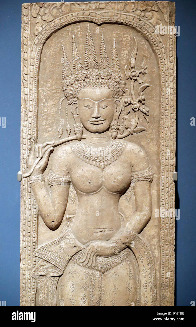 Asian Civilisations Museum. Angkor. Exploring Cambodia's sacred city.  Plaster cast : Apsara. Siem Reap, 1873. Painted plaster.  Singapore. - Stock Image