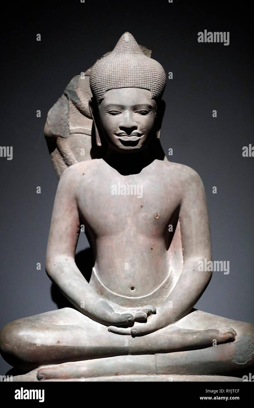 Asian Civilisations Museum. Angkor. Exploring Cambodia's sacred city.  Buddha protected by naga. Cambodia, 11th century. Sandstone. Singapore. - Stock Image