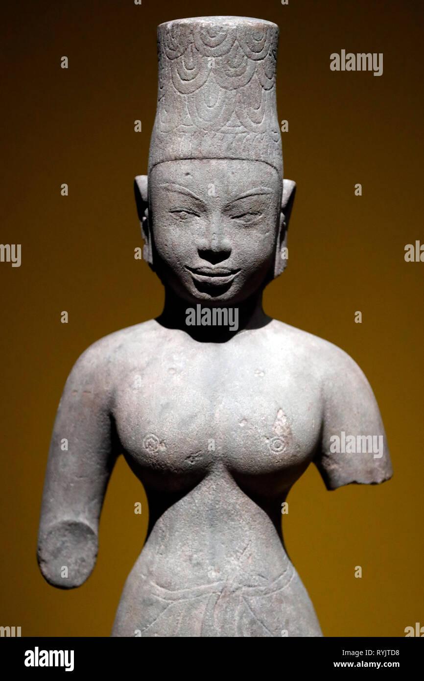 Asian Civilisations Museum. Angkor. Exploring Cambodia's sacred city.  Female deity. Cambodia, 7th century. Sandstone. Singapore. - Stock Image