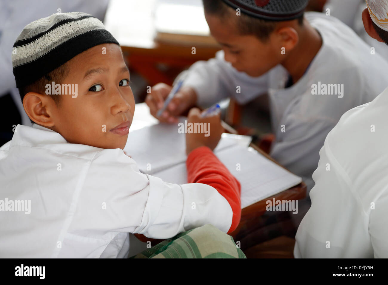 Jamiul Azhar mosque.  Muslim children study the Quran at a Madrassa school.  Chau Doc. Vietnam. - Stock Image
