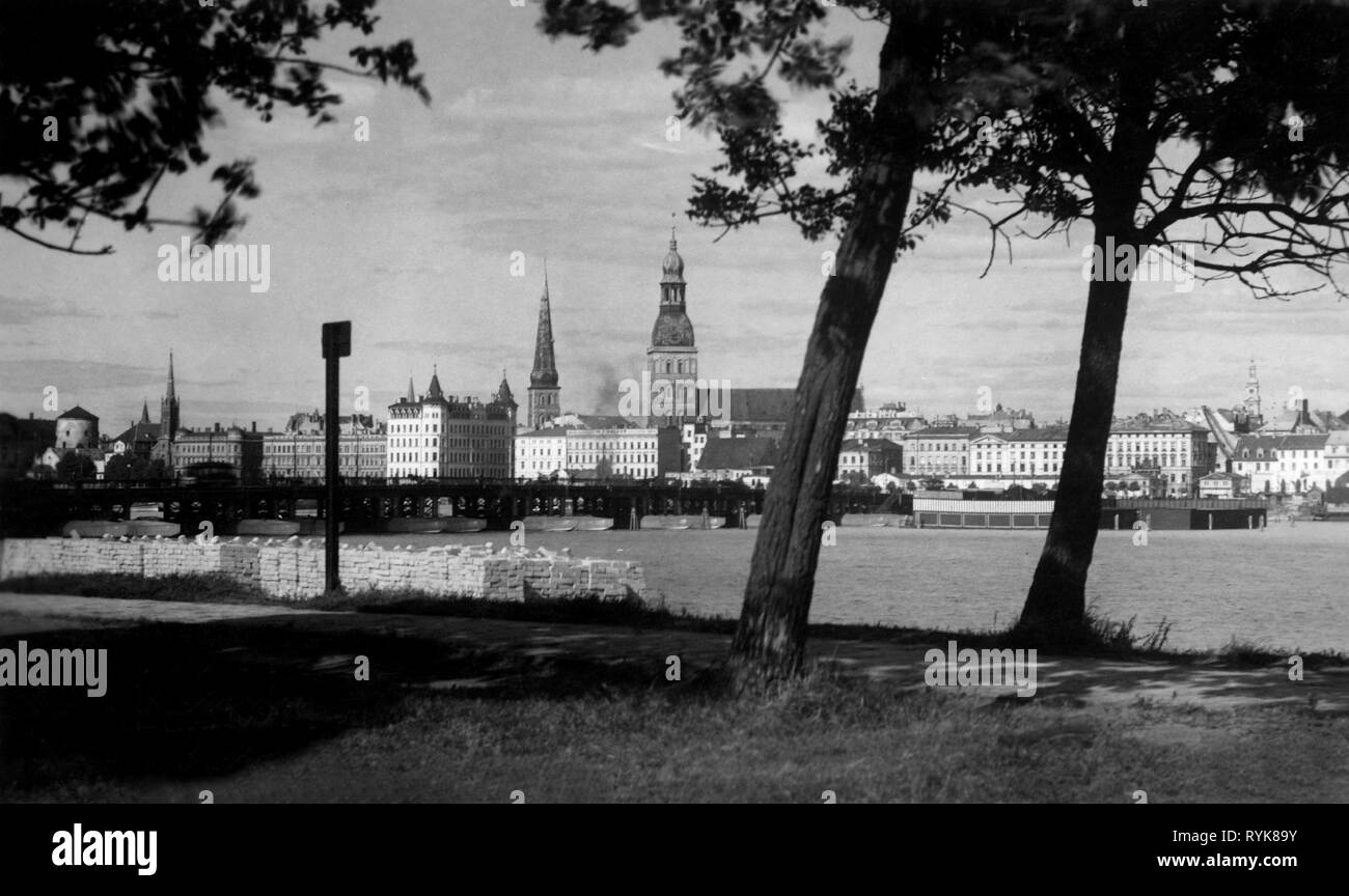 geography / travel, Latvia, cities, Riga, view, bridge across the Dagauva, picture postcard, early 1930s, Additional-Rights-Clearance-Info-Not-Available - Stock Image