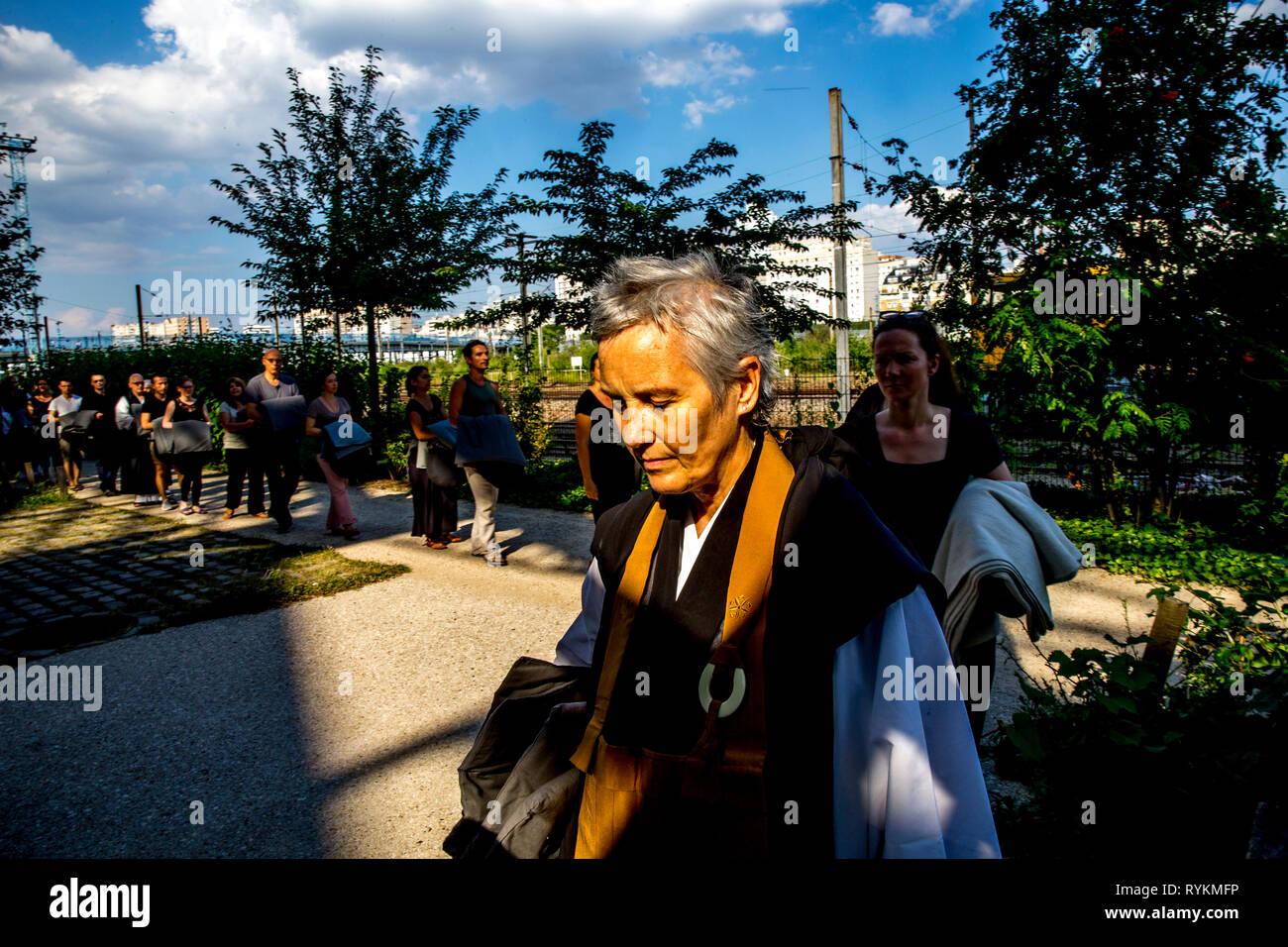 Zen sesshin (retreat) in Paris, France. Silent walk in a park. - Stock Image