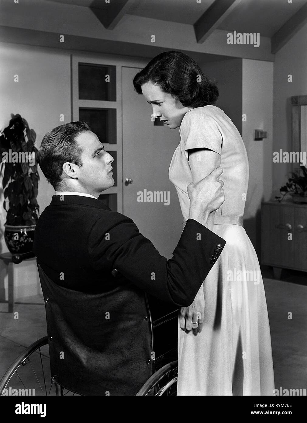 BRANDO,WRIGHT, THE MEN, 1950 - Stock Image