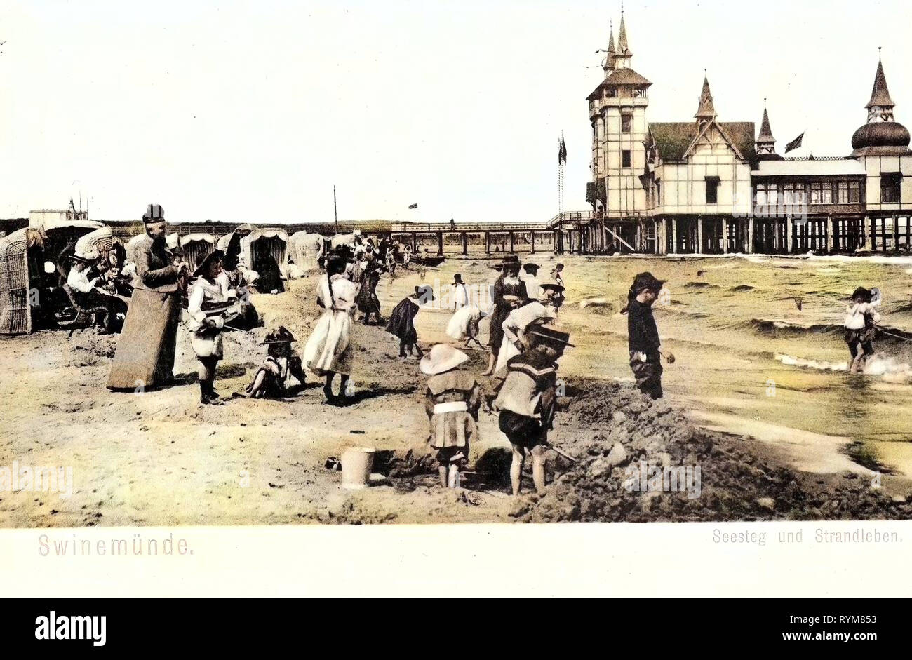 Piers in Poland, Beaches of Poland, Strandkorbs, Old, Świnoujście, 1903, West Pomeranian Voivodeship, Swinemünde, Seesteg und Strandleben Stock Photo