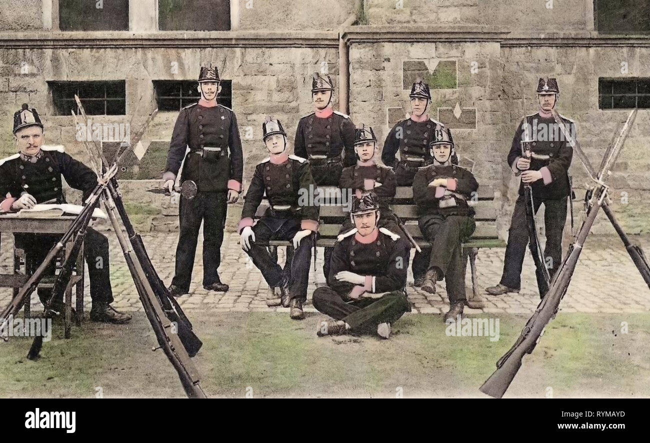 Firearms, Bayonets, Compagnie des volontaires (1881-1944), Group portraits with 9 people, 1905, Luxembourg District, Postcards of Luxembourg City, Luxemburg, Soldats de garde - Stock Image