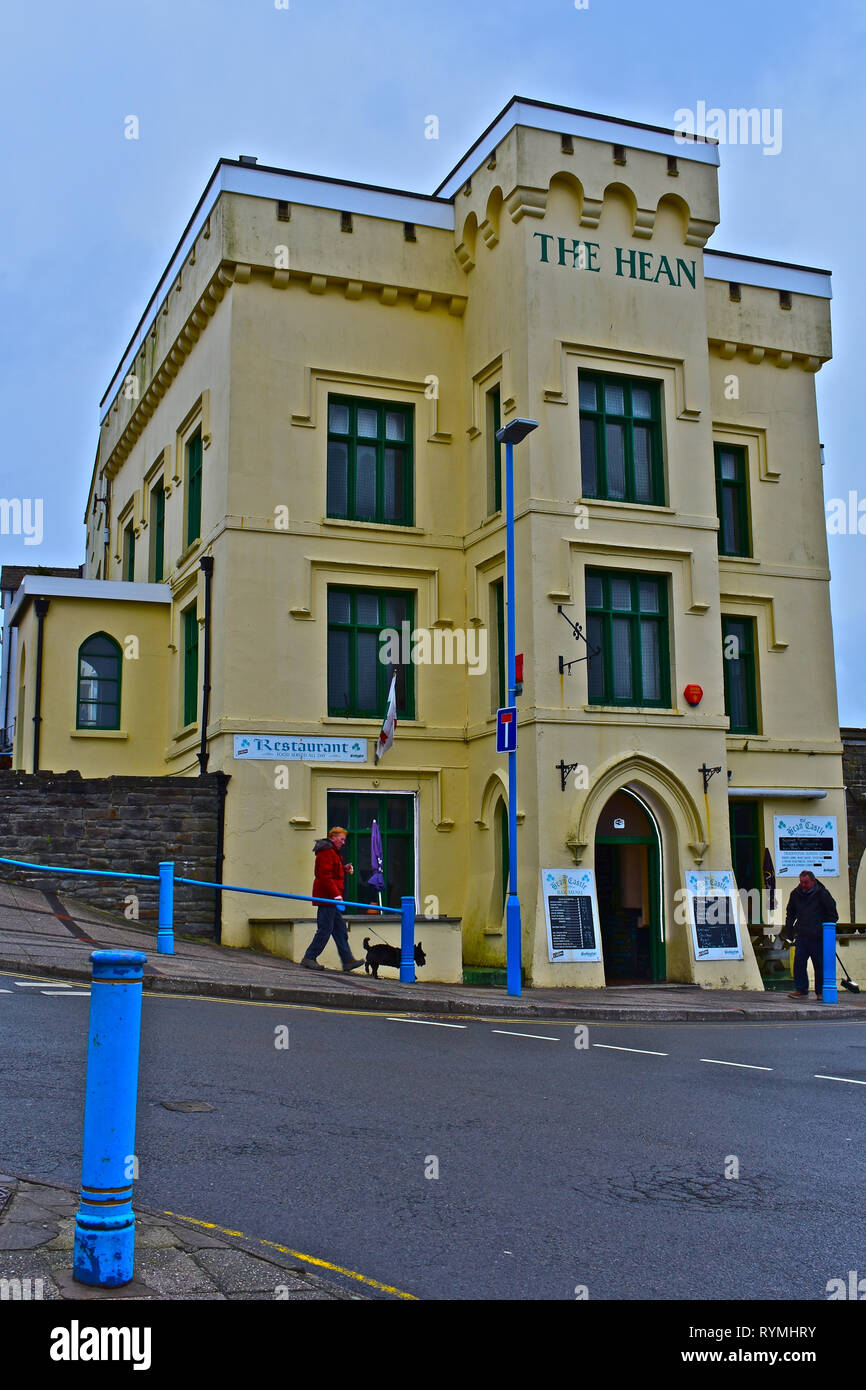 The Hean Castle, is a quirky public house serving pub food and is close to the beach in the Welsh seaside resort Saundersfoot, Pembrokeshire - Stock Image