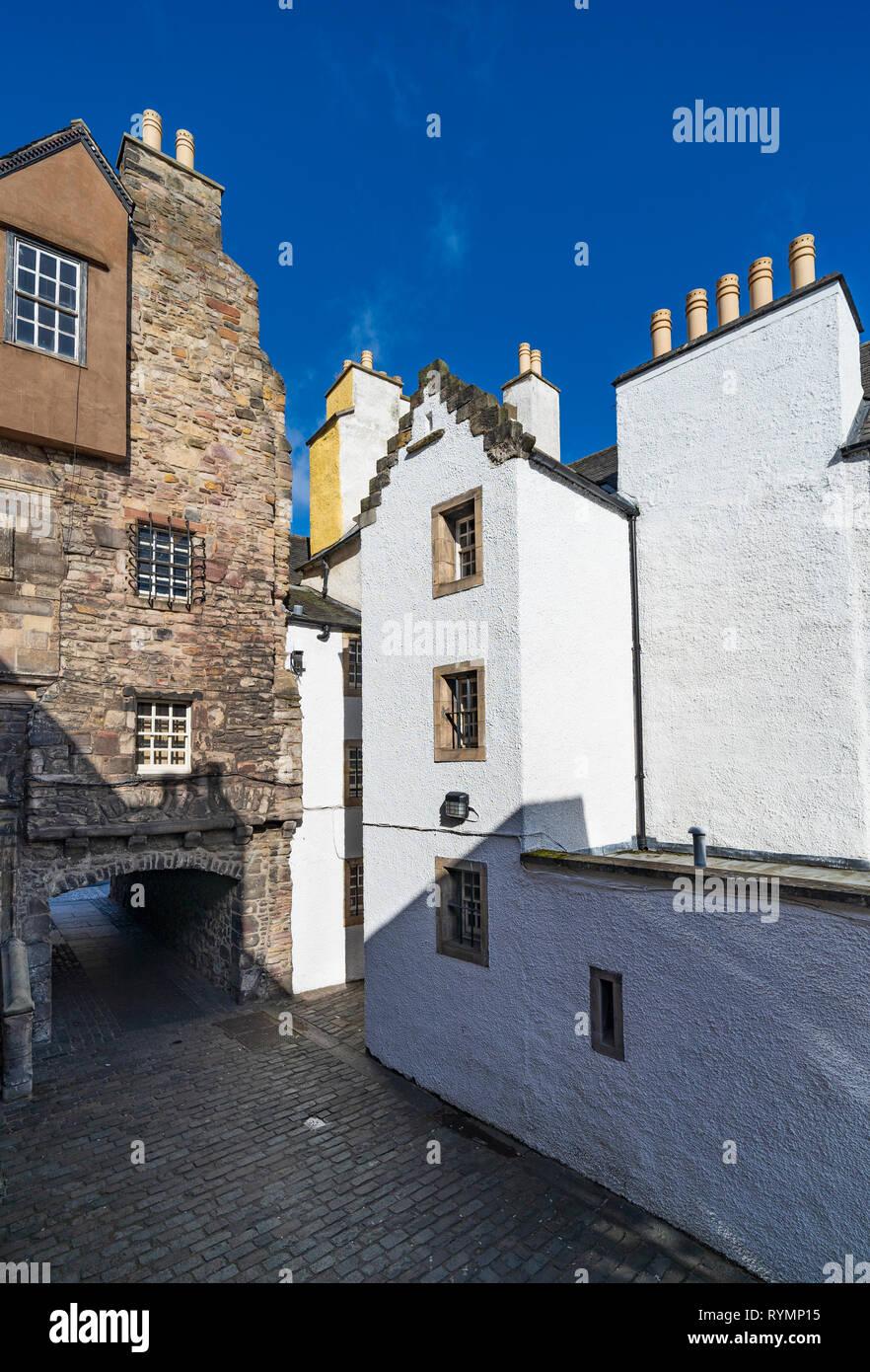 View of Bakehouse Close on Royal Mile in Edinburgh, Scotland UK. Location of Outlander as fictional Carfax Close. Scotland ,UK - Stock Image