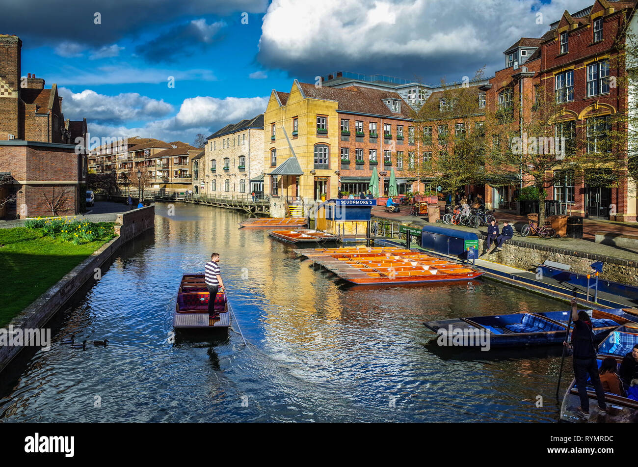 Punting in Cambridge - River Cam at Quayside in central Cambridge - Stock Image