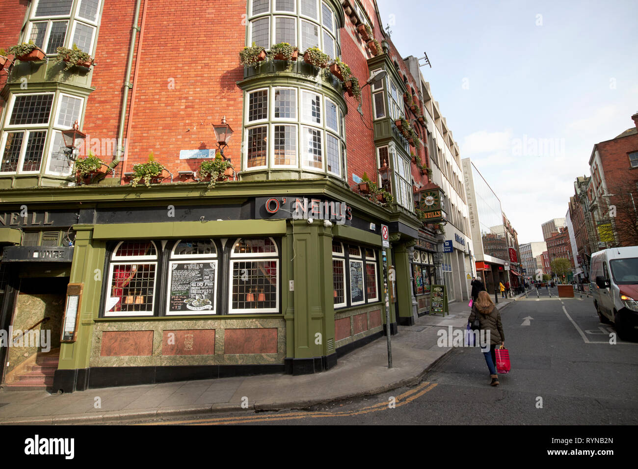 O'Neills pub on the corner of church lane and Suffolk street Dublin Republic of Ireland Europe - Stock Image