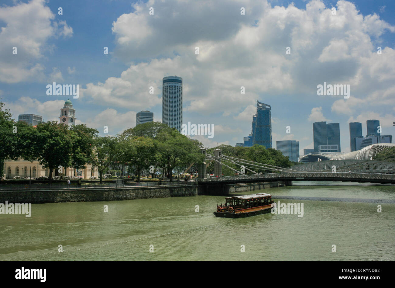 View across the Singapore River towards the Cavenagh Bridge and Victoria Theatre, Singapore - Stock Image