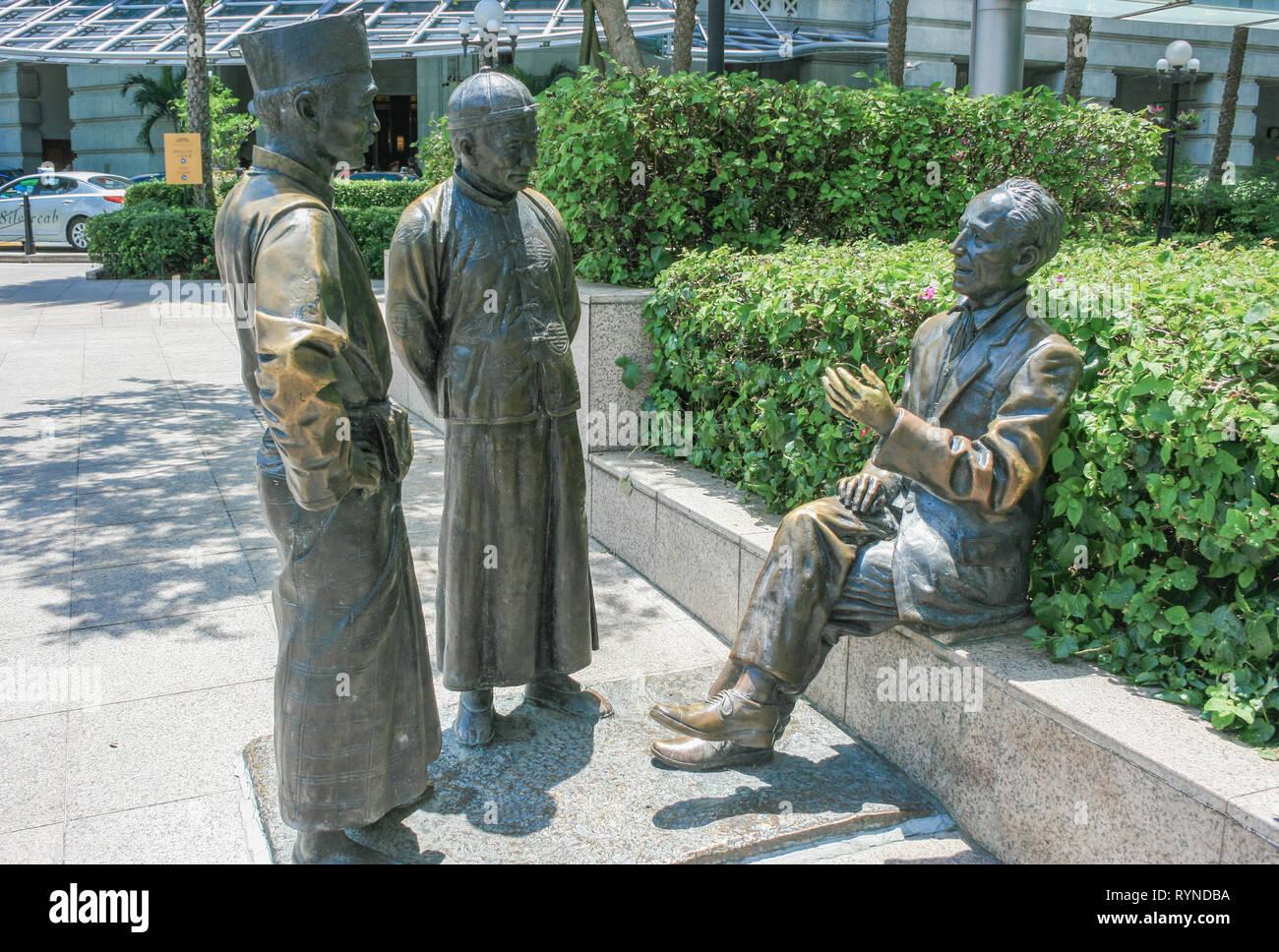 Bronze statues near Cavenagh Bridge, Singapore - Stock Image