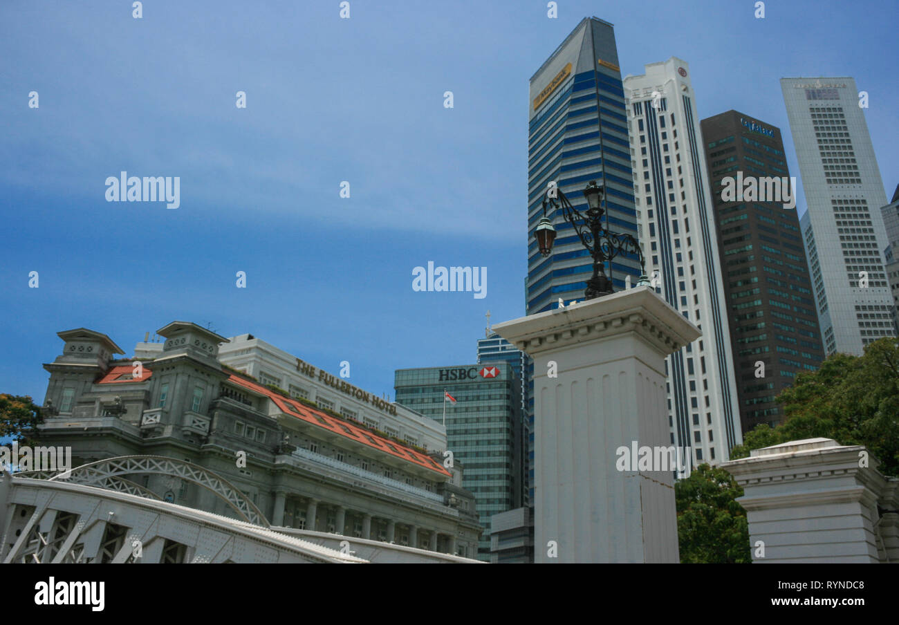 View towards Raffles Place from Anderson Bridge, Boat Quay, Singapore - Stock Image