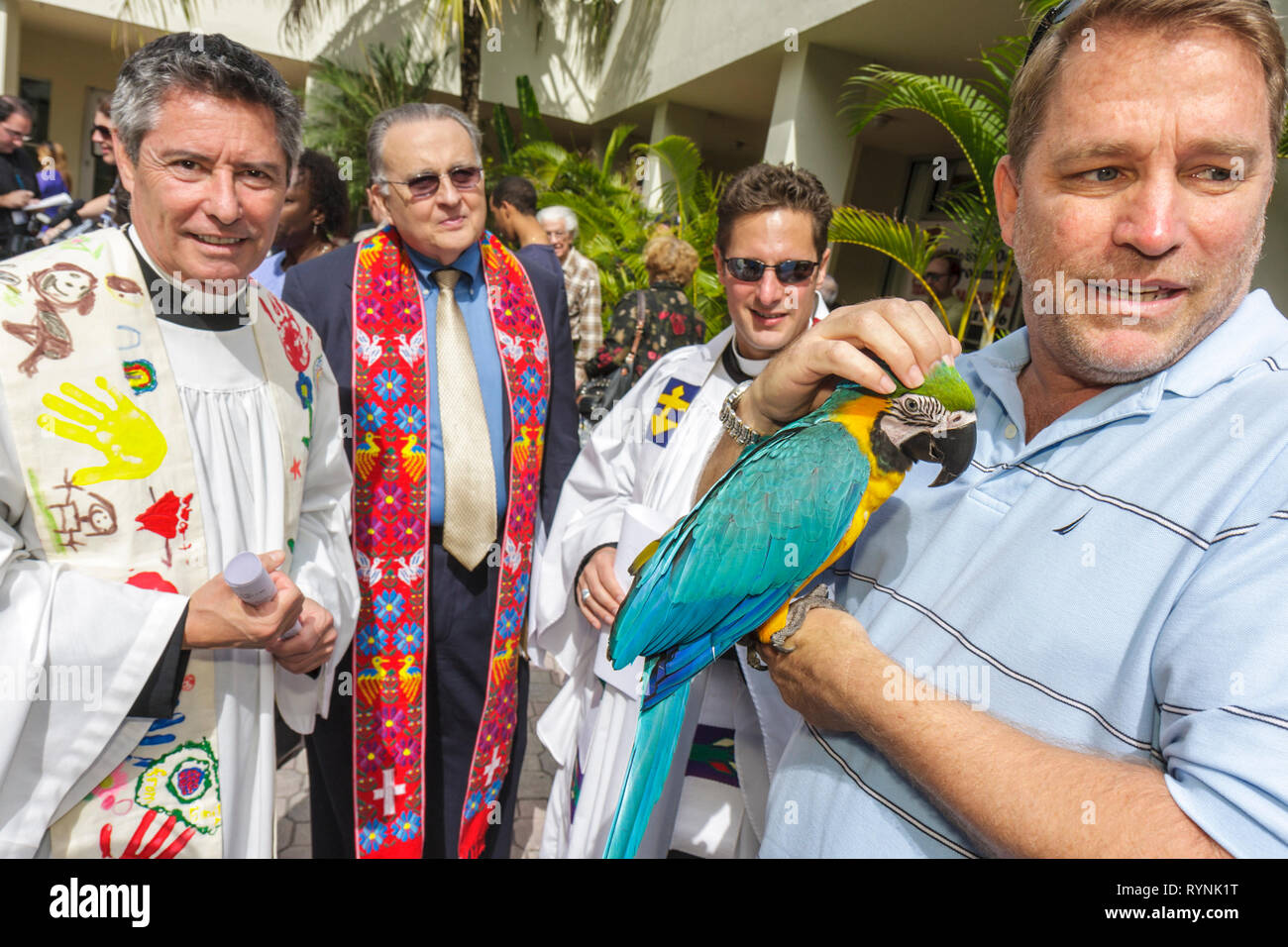 Florida Fl South Miami Temple Israel Bow Wow Palooza Interfaith Blessing Of The Animals Community Event Owner Parrot Bird Pet Animal Clerg Stock Photo Alamy