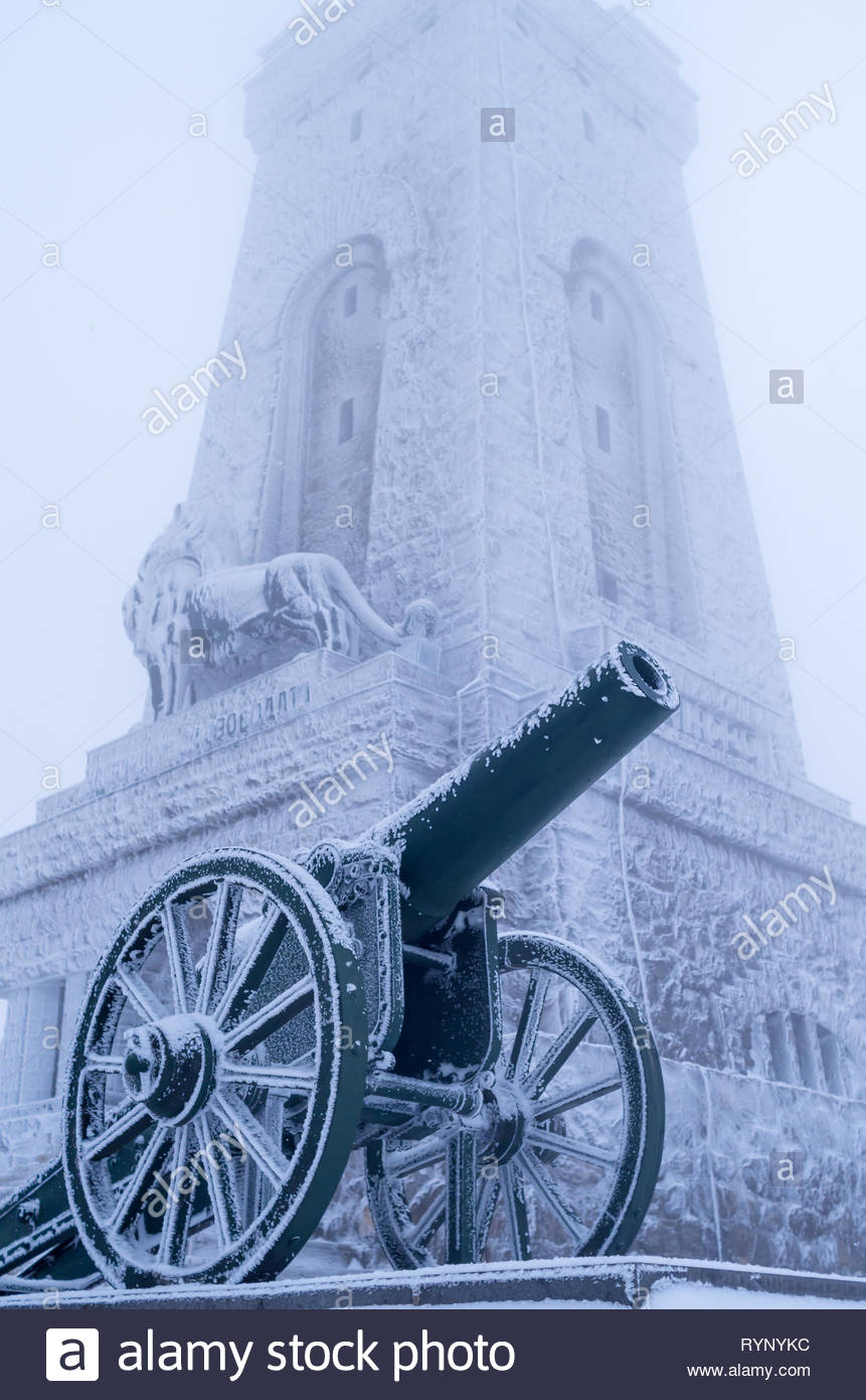 Old cannons. - Shipka, Gabrovo, Bulgaria. The Shipka Memorial is situated on the peak of Shipka in the Balkan Mountains near Gabrovo, Bulgaria. Winter - Stock Image