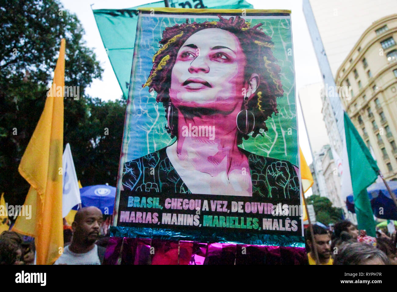Rio de Janeiro, Brazil. 14th Mar, 2019. councilwoman Marielle Franco, her driver Andersom in an ambush and two days after the police present the possible murderers, In act to honor the memory of the victims,  in downtown Cinelândia, protesters charge the authorities with answers and that take the perpetrators. ELLAN LUSTOSA PHOTO Credit: Ellan Lustosa/Alamy Live News Stock Photo