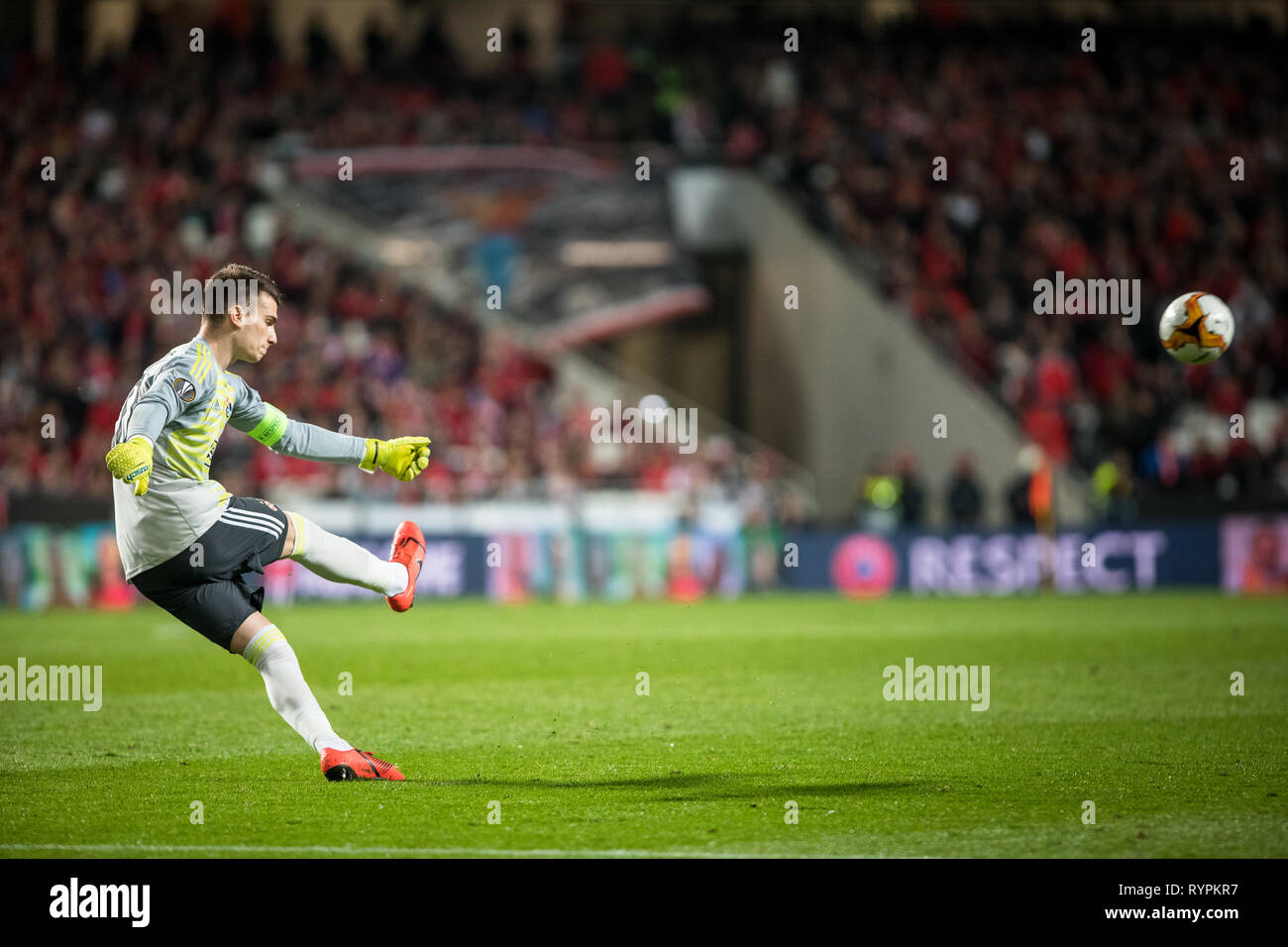 Dominik Livakovic Of Gnk Dinamo Zagreb In Action During The Europa League 2018 2019 Football Match Between Sl Benfica Vs Gnk Dinamo Zagreb Final Score Sl Benfica 3 0 Gnk Dinamo Zagreb Stock Photo Alamy