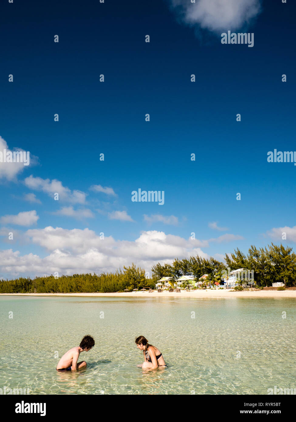 Teenagers Looking for Sea Creatures, Cocodimama Charming Resort, Caribean Sea, Governors Harbour, Eleutheria, The Bahamas, The Caribbean. - Stock Image