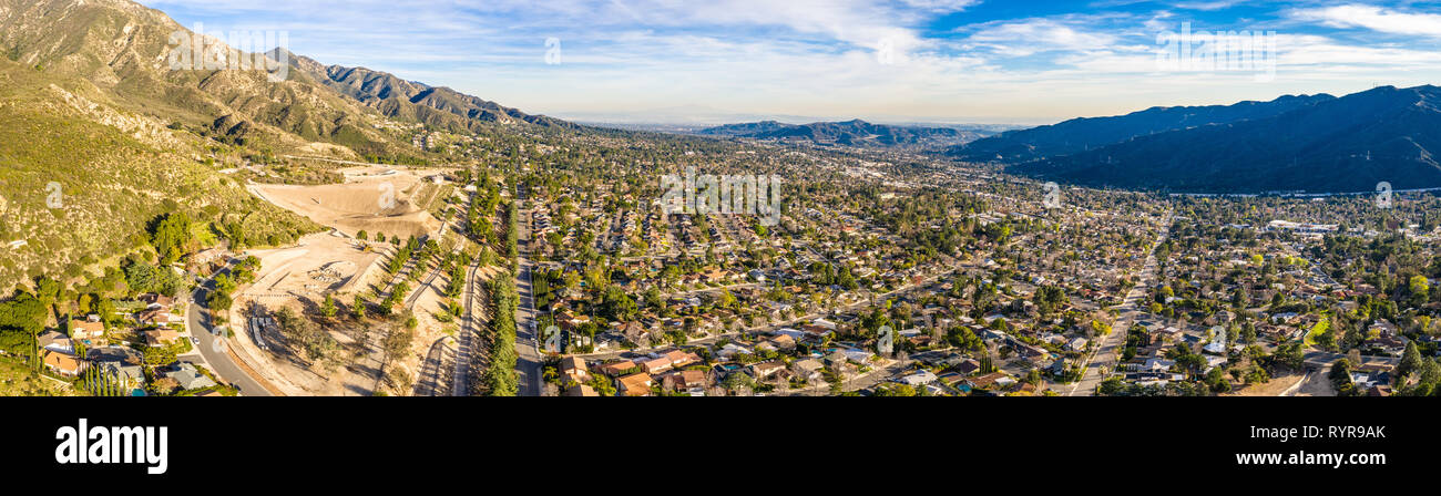 North Hollywood Burbank Glendale Pasadena aerial in Los Angeles Highway Mountain City Houses, California Stock Photo