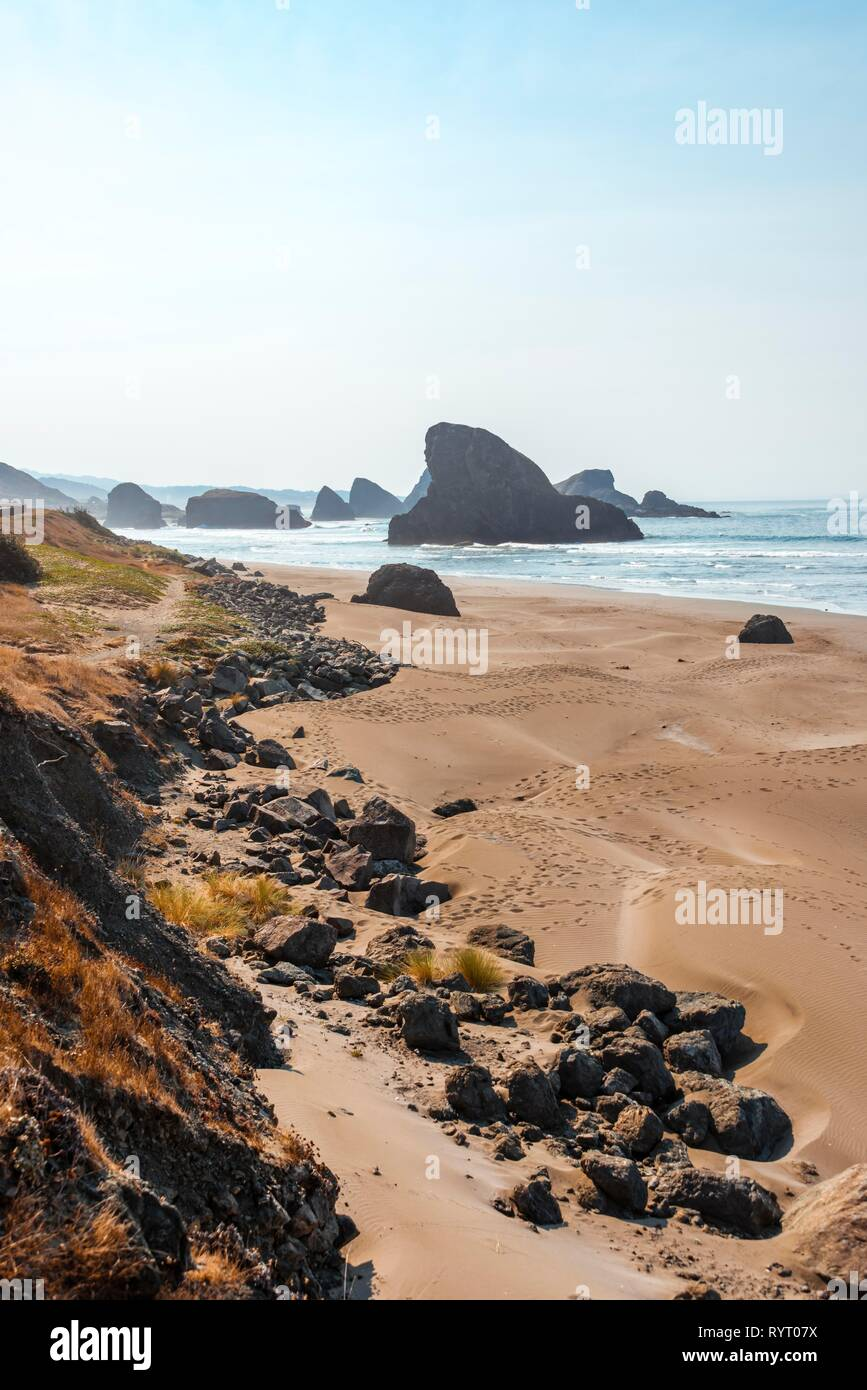 Coastal landscape, sandy beach with rugged rocks, Myers Creek Beach Viewpoint, Oregon USA - Stock Image