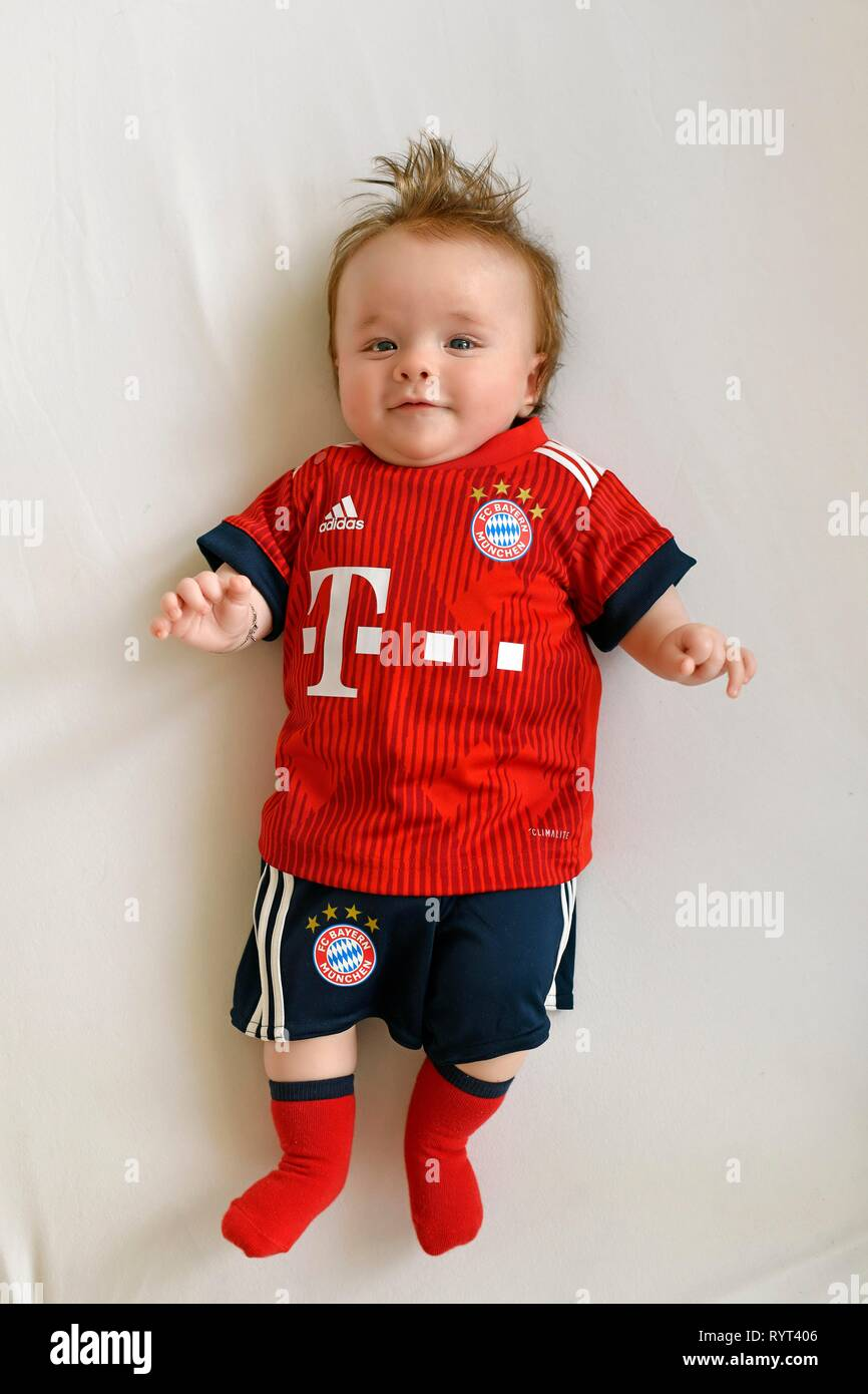 cheap for discount 9aa70 c20a9 Baby, 3 months, in jersey of FC Bayern Munich, Baden ...