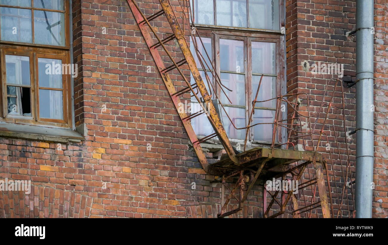 Guide Broken Ladders