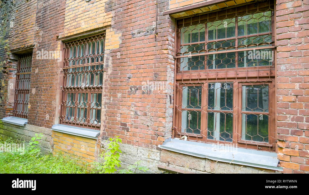The windows on the ground floor of the building of the old textile factory in Kreenholm - Stock Image