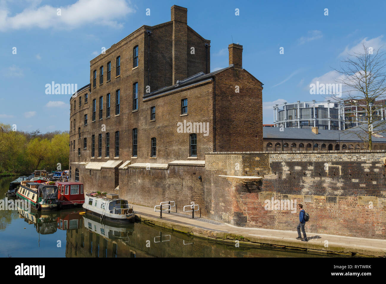 The converted Coal Office building beside Regents's Canal Towpath at St Pancras, London, UK. The Gasholder apartments in the background. - Stock Image