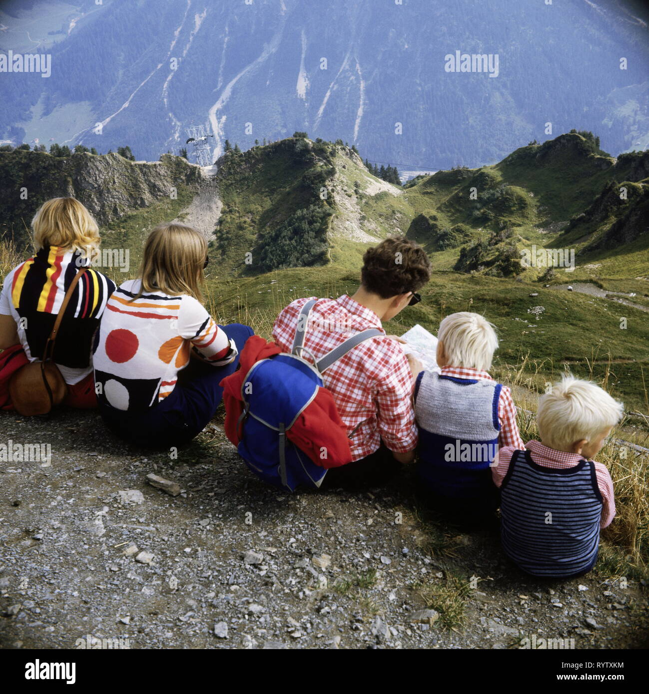 leisure time, hobby, sports, hiking, mountaineering, family on the summit Walmendinger Horn, Little Walser Valley, 1960s, Additional-Rights-Clearance-Info-Not-Available - Stock Image