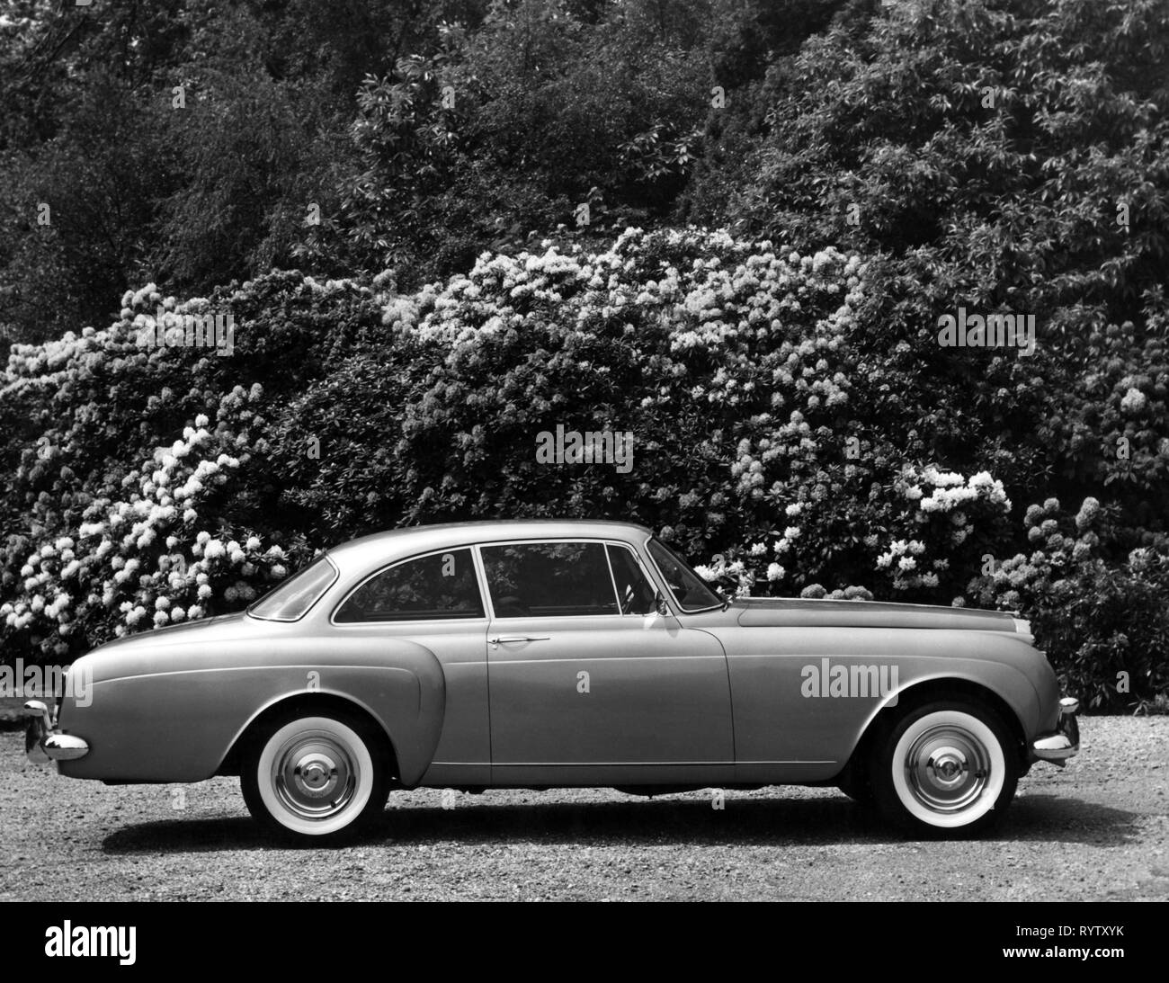 transport / transportation, car, vehicle variants, Bentley S2 Continental, with car body from H. J. Mulliner, 1959 - 1962, view from right, S 2, side view, upper class, upper-class, luxury, luxuries, class deluxe, coupe, two-door model, motor car, auto, automobile, passenger car, motorcar, motorcars, autos, automobiles, passenger cars, clipping, cut out, cut-out, cut-outs, Great Britain, United Kingdom, 1950s, 50s, 1960s, 60s, 20th century, transport, transportation, car, cars, car body, vehicle body, body, bodywork, car bodies, view, views, hist, Additional-Rights-Clearance-Info-Not-Available - Stock Image