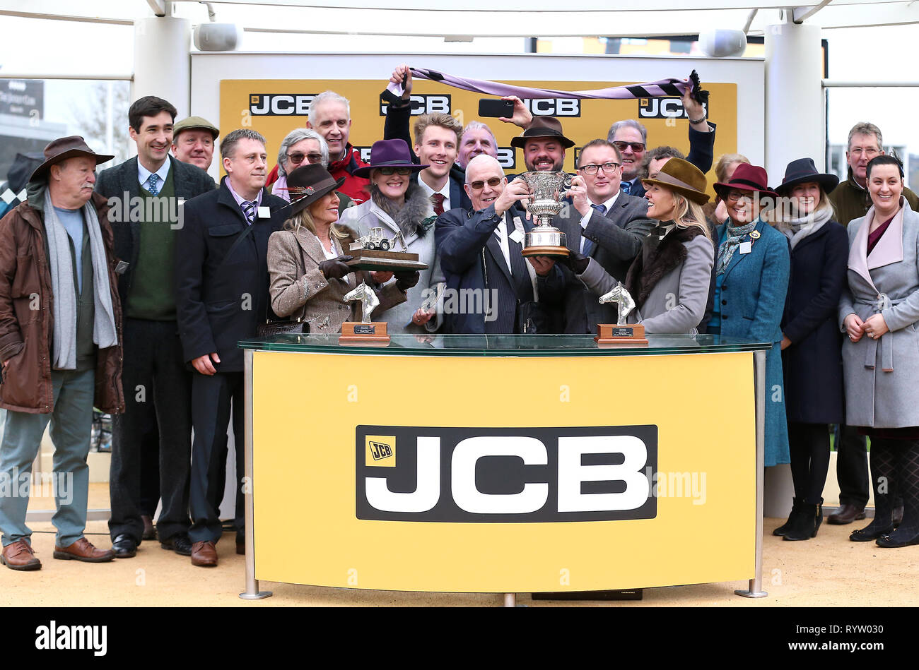 Victory Owners Group >> Owners Group 31 Celebrate Victory In The Jcp Triumph Hurdle