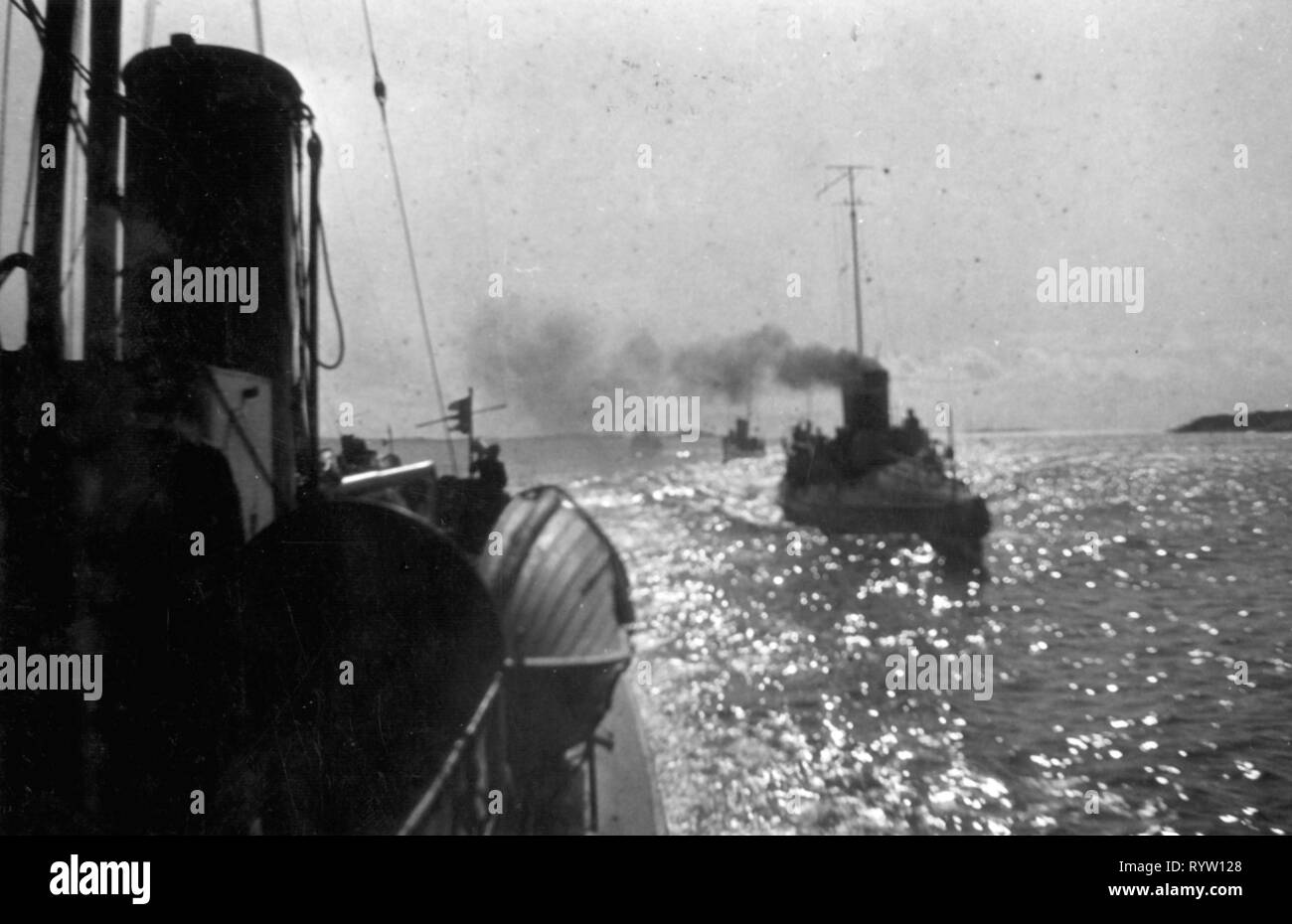 transport / transportation, navigation, warship, Norwegian warships on patrol in the Norwegian Sea, 1930s, Additional-Rights-Clearance-Info-Not-Available - Stock Image