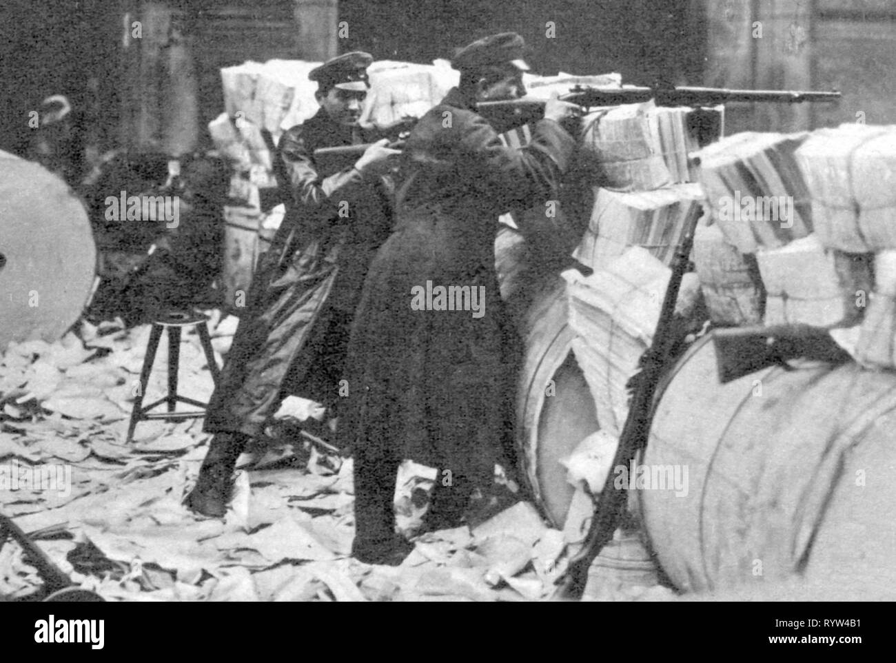 revolution-1918-1919-germany-berlin-spartacist-uprising-51-1211919-fight-for-the-newspaper-quarter-members-of-the-spartacist-league-in-position-behind-paper-rolls-and-newspapers-january-uprising-take-cover-rifle-in-attempt-newspaper-bundles-barricade-barricades-spartacus-spartacists-revolutionist-revolutionists-communist-communists-kpd-weapons-arms-weapon-arm-rifle-gun-rifles-guns-free-state-of-prussia-german-reich-republic-republics-1910s-10s-20th-century-people-men-man-male-revolution-revolutions-additional-rights-clearance-info-not-available-RYW4B1.jpg