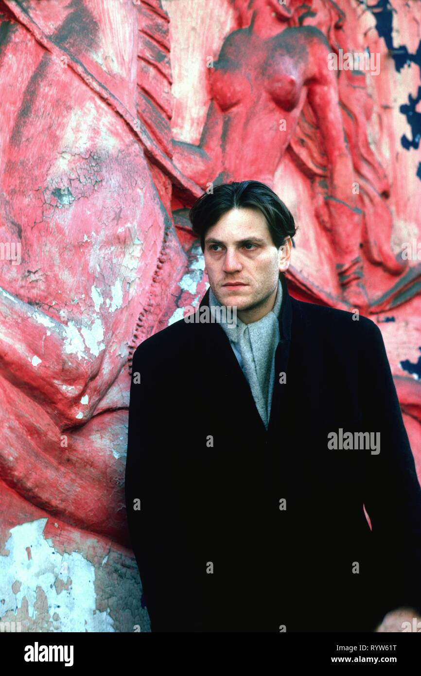 Portrait of French actor Tchéky Karyo. Paris, Pigalle district, 1983 - Stock Image