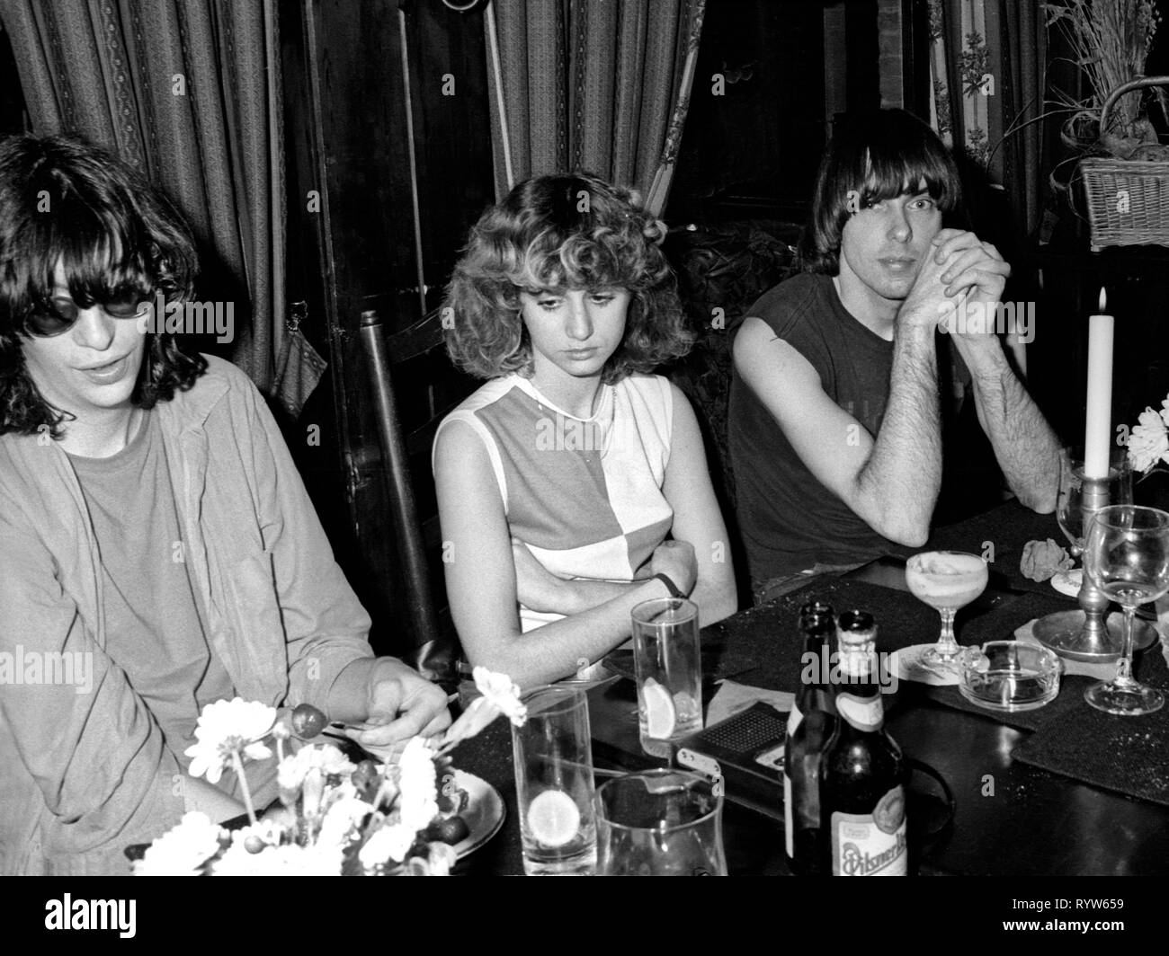 Members of the American rock group The Ramones at a dinner after the shooting of the German TV show Musikladen. On the left, Joey Ramone, and on the right, Johnny Ramone. Bremen, 10 September 1978 - Stock Image