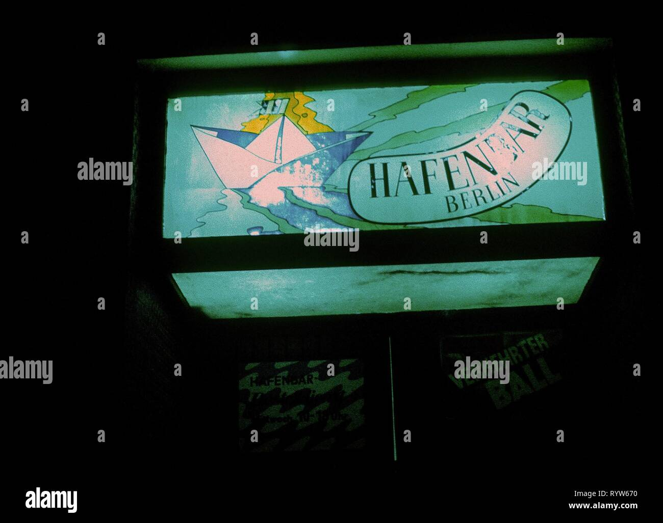 The Hafenbar (harbour bar) opened in East Berlin in 1967 in a maritime atmosphere: painted portholes, fishing net, illuminated world map, sawfish head and stuffed alligator. Circa 1982 Stock Photo