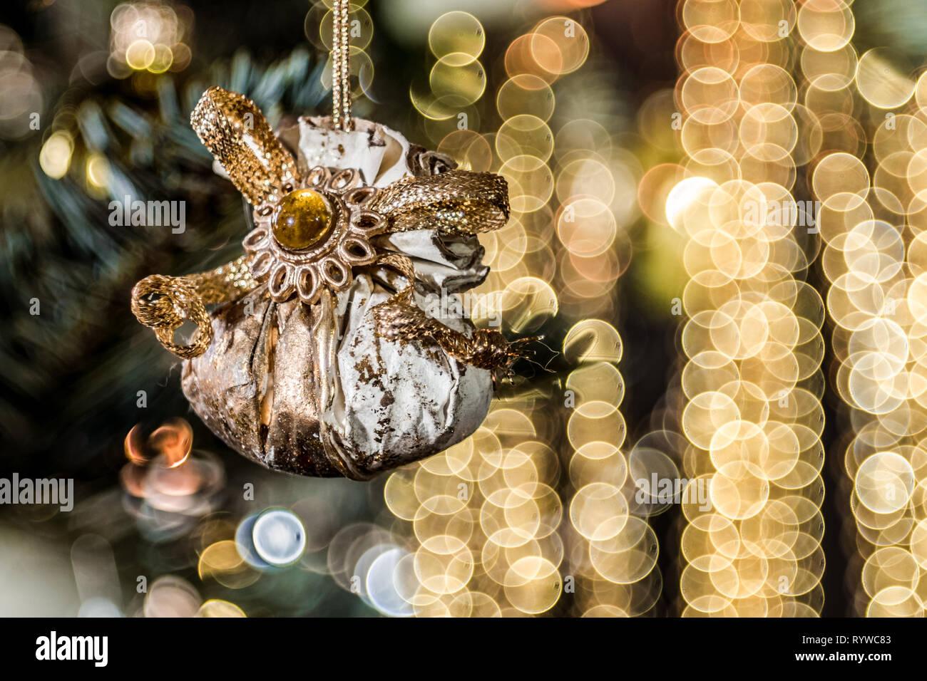 Christbaum Weihnachtsdekoration - Geschenk als Christbaumschmuck, Hintergrund Bubbles Stock Photo