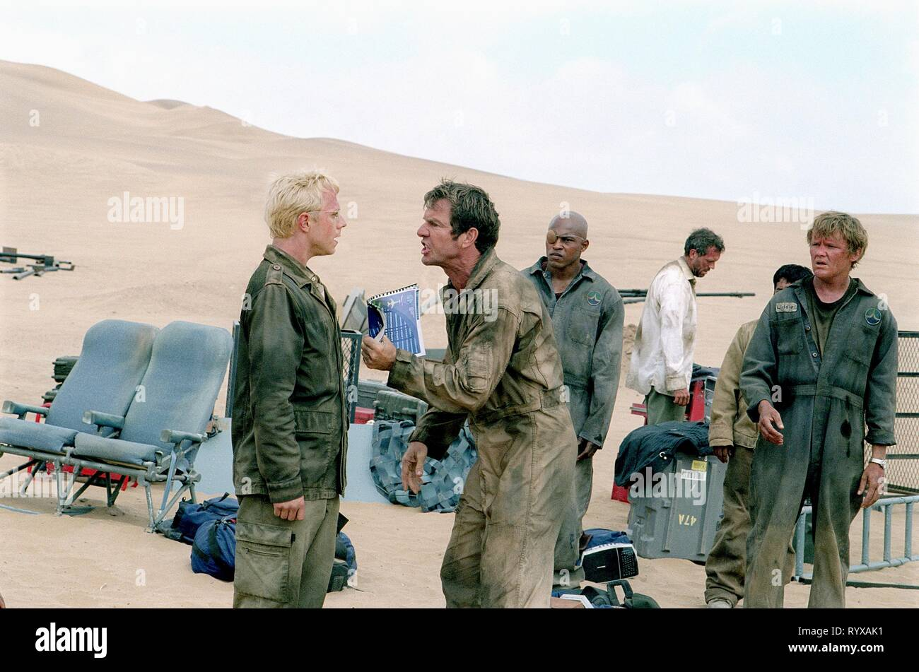 GIOVANNI RIBISI, DENNIS QUAID, KIRK JONES, HUGH LAURIE,SCOTT MICHAEL CAMPBELL, FLIGHT OF THE PHOENIX, 2004 - Stock Image