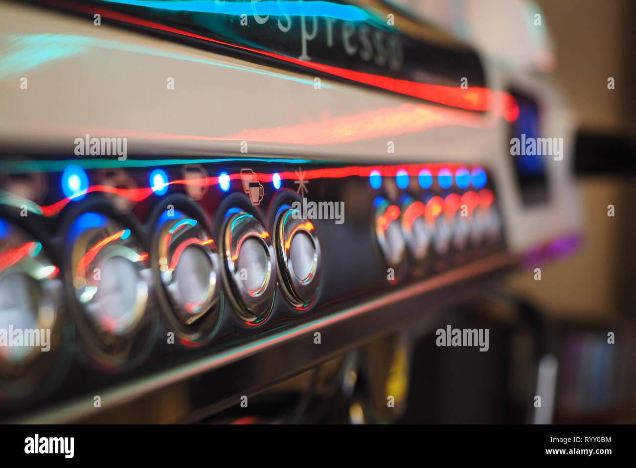Espressomaschine bunt beleuchtet in einer italienischen Bar - Stock Image
