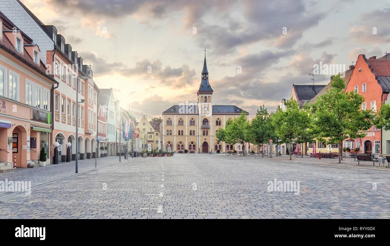 Stadt Pfaffenhofen an der Ilm am frühen Morgen - menschenleer und autofrei - Stock Image