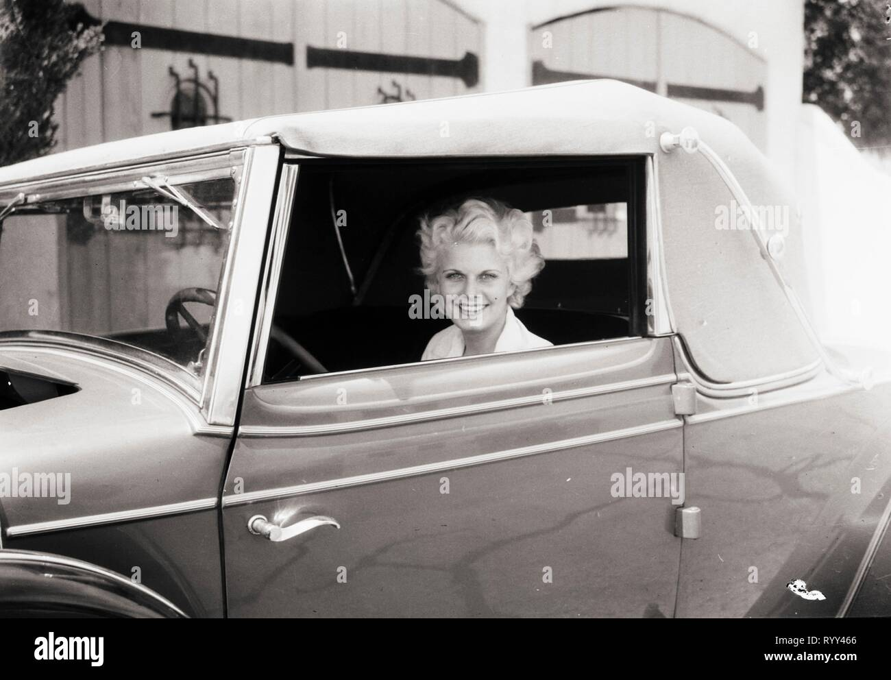 Jean Harlow Smiles, Hollywood, California, 1931 Stock Photo ...