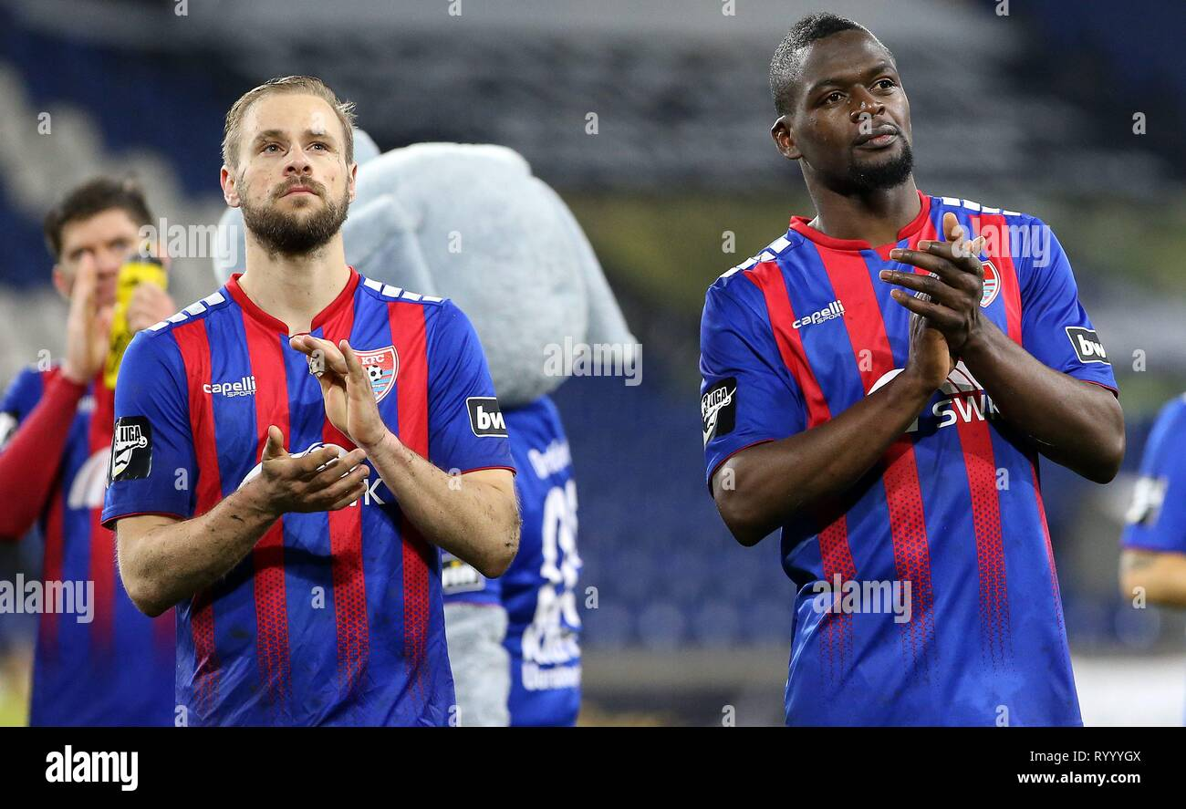 Duisburg, Deutschland. 15th Mar, 2019. firo: 15.03.2019 Football, 3. Bundesliga, season 2018/2019 KFC Uerdingen 05 - SC Fortuna Köln Maximilian Beister (# 9, KFC Uerdingen 05) and Assani Lukimya (# 33, KFC Uerdingen 05) thank the fans, | usage worldwide Credit: dpa/Alamy Live News - Stock Image