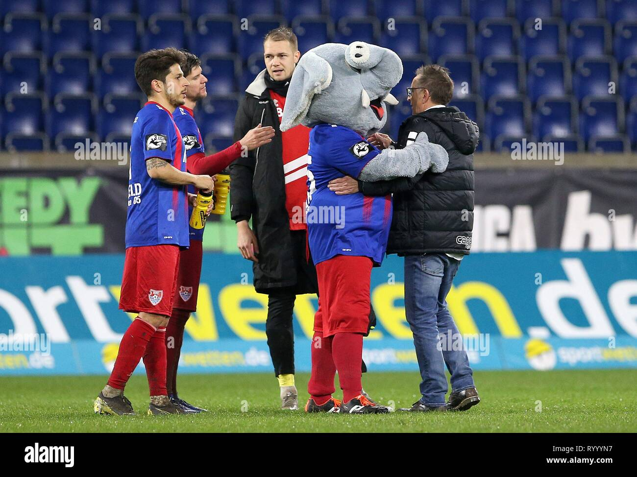Duisburg, Deutschland. 15th Mar, 2019. firo: 15.03.2019 Football, 3. Bundesliga, season 2018/2019 KFC Uerdingen 05 - SC Fortuna Köln Mascot 'Grotifant' (KFC Uerdingen 05) congratulates coach Norbert Meier (#NM, KFC Uerdingen 05) for a point win. | usage worldwide Credit: dpa/Alamy Live News - Stock Image