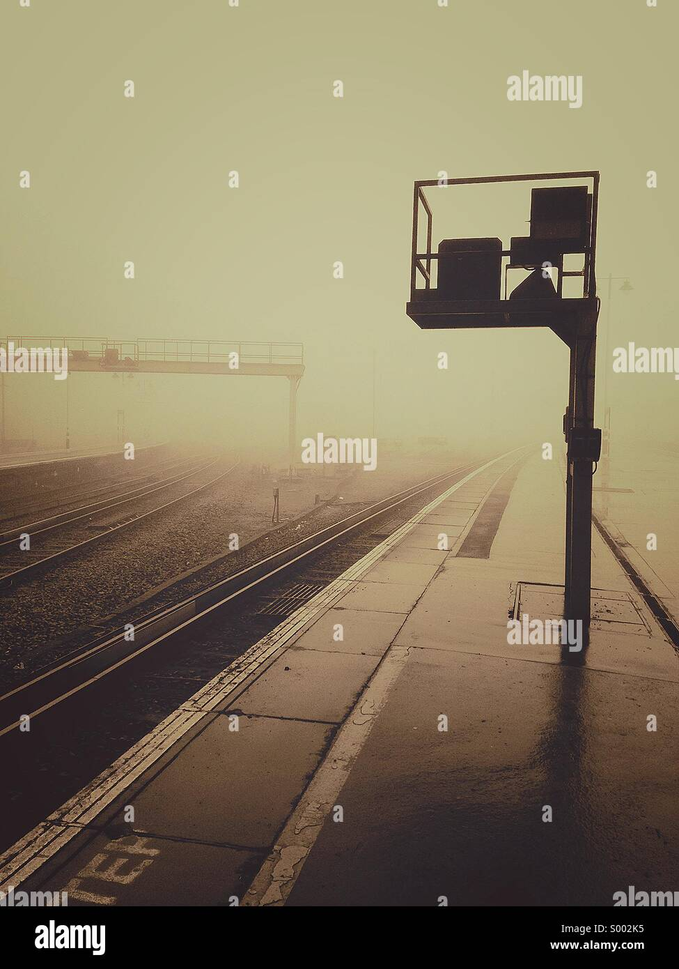 Foggy train station - Stock Image