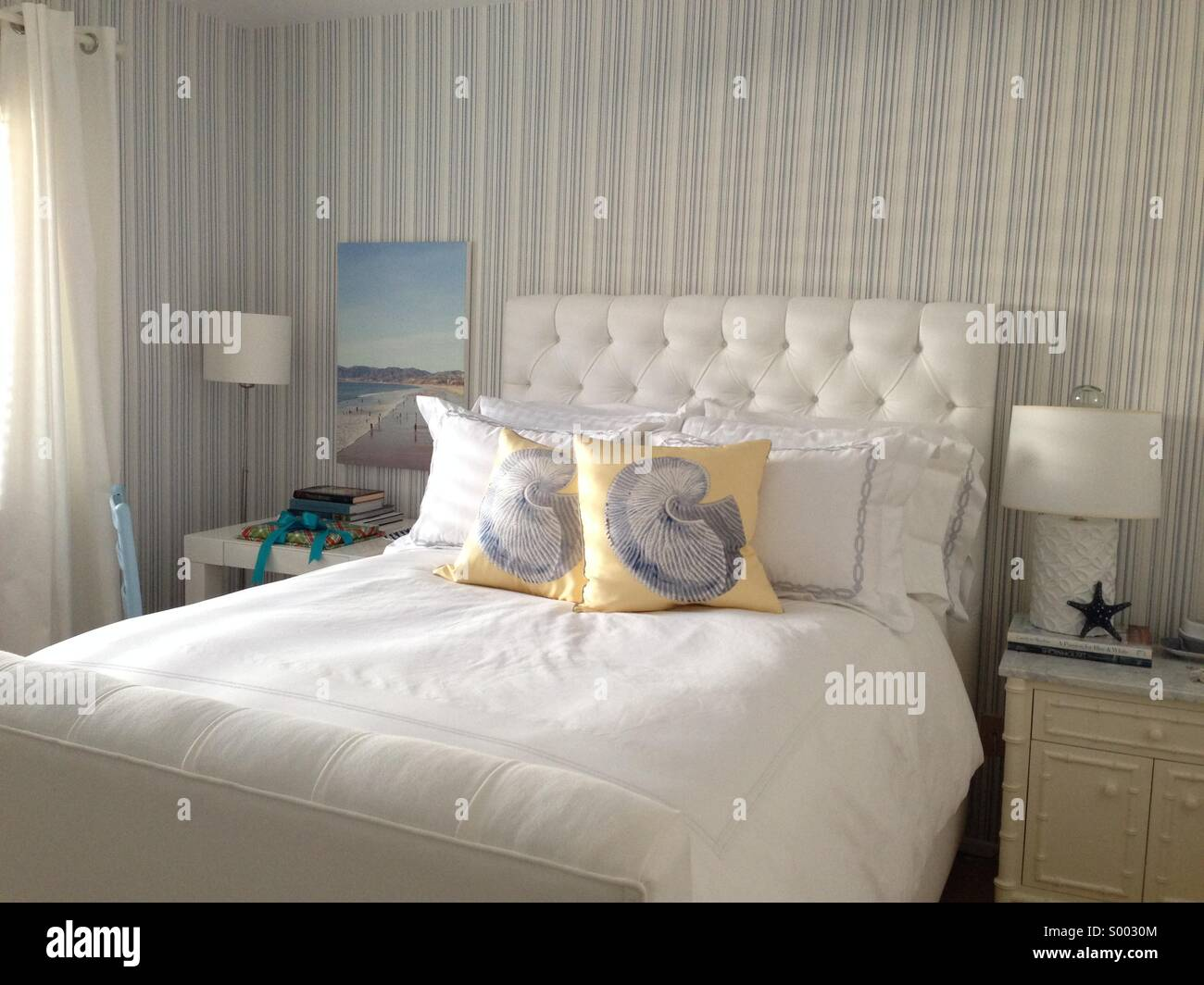 Blue and white bedroom - Stock Image